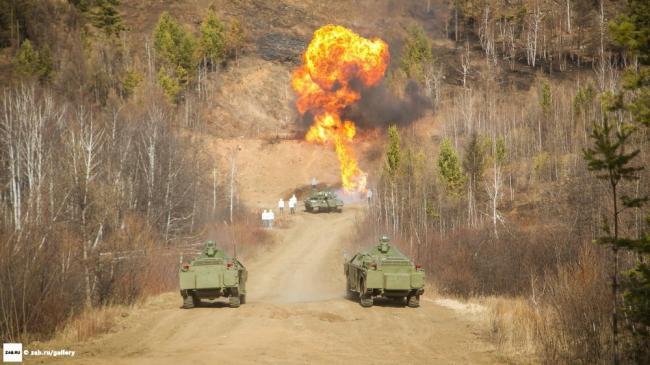 俄邀请11国武官感受新研发装甲车性能