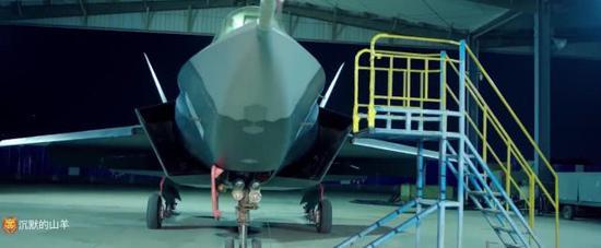 中国第二款隐形战机出镜 局部细节首次公开