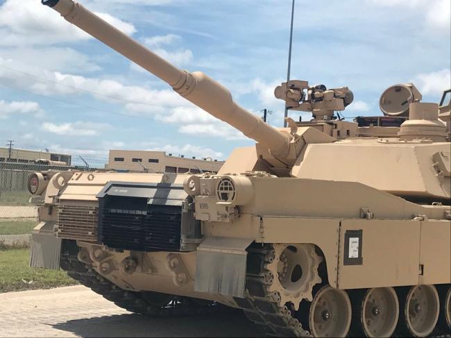 美军开始装备最新型M1坦克:重达73吨