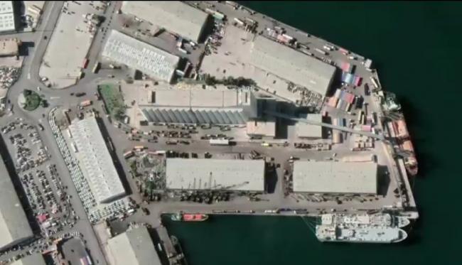 航拍图展示贝鲁特爆炸威力:轮船被炸翻