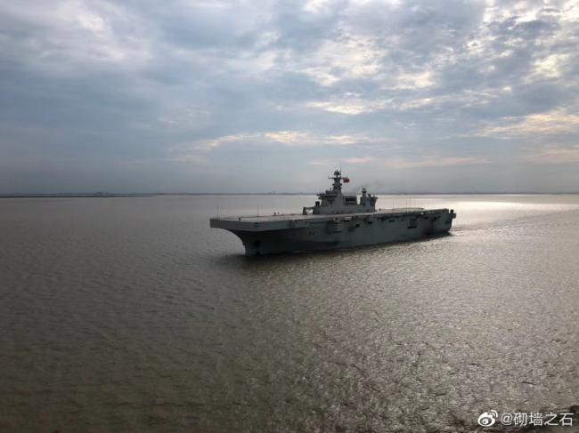 在海上邂逅075两栖攻击舰:海试曝光