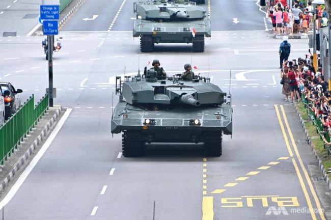 新加坡独立日阅兵出动重型装备