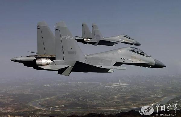 台媒:歼16飞越台海几乎把台军IDF战机按到地上摩擦