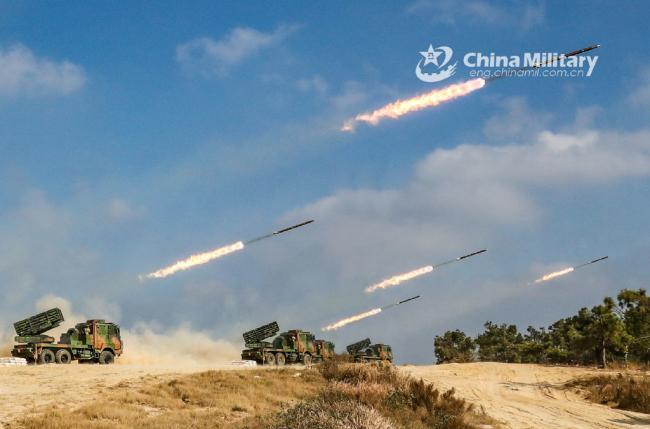 萬箭齊發!東部戰區陸軍火箭炮分隊齊射瞬間