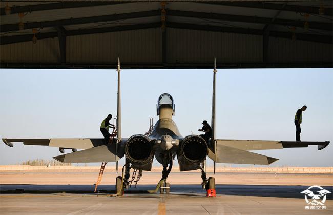 换装备,歼-16在西部向战而飞