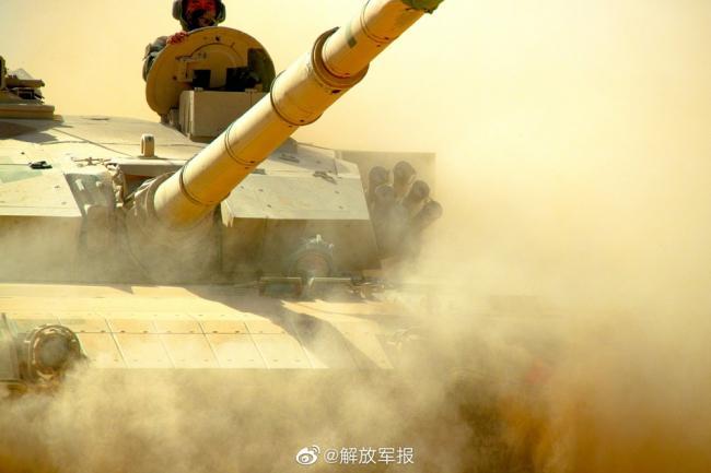 砺兵大漠!装甲兵训练高清大图来袭