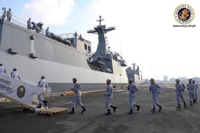 菲律宾海军在马尼拉南港举行欢送仪式