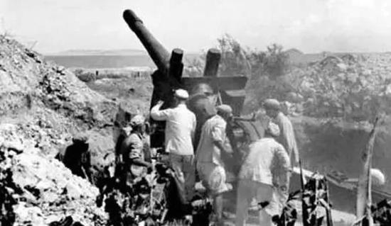 解放军炮击金门传奇一幕:炮弹打进美制8英寸炮炮膛
