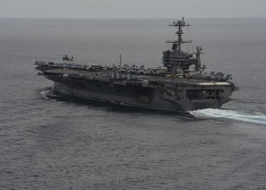 美双航母一艘抵香港另一艘在干啥:或将两面夹击南海