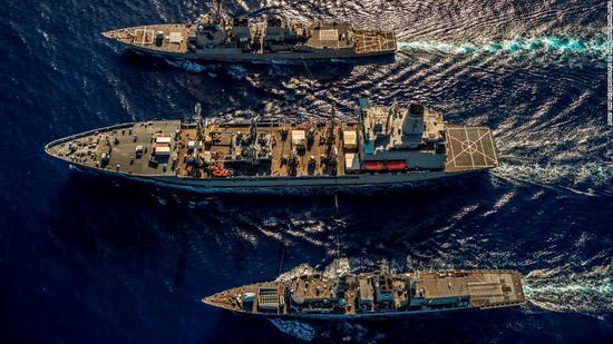 擅闯中国西沙岛礁一周后 美舰拉上英军舰在南海联演