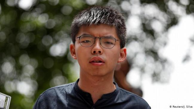 """黄之锋再被拘 在香港机场""""违反保释条件"""""""