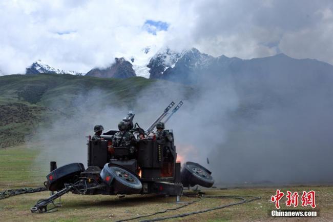 高原部队实兵实弹锤炼全天候防空能力
