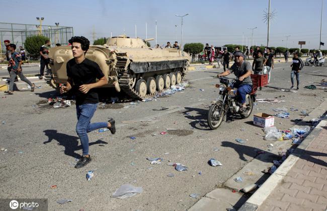伊拉克抗议活动持续 两处炼油厂遭封堵