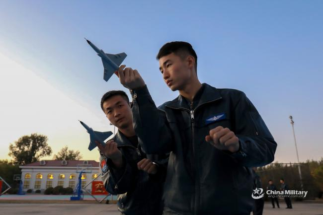 """中国空军JL-9""""山鹰""""高教飞行训练"""