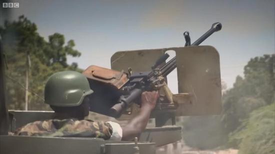 乌干达维和部队都用啥武器?全是中国制造