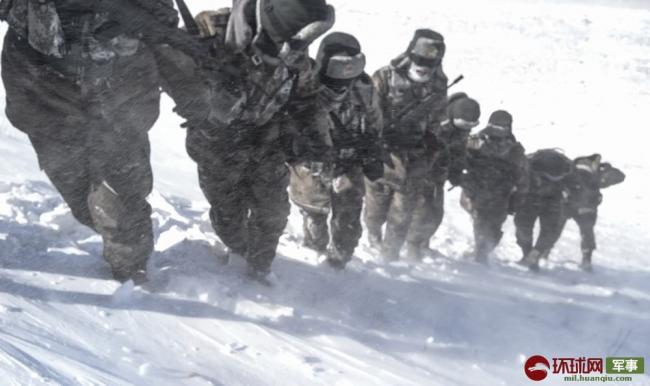 零下30度 驻西藏部队顶风冒雪巡逻边关