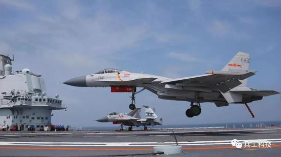 中国隐身舰载机服役后是与歼15混编 还是独立成军