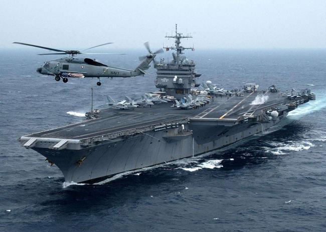 美军5万吨巨舰抵达东海,甲板停满五代机,战斗力太恐怖