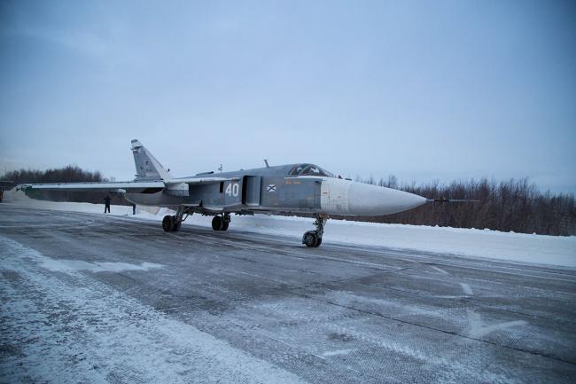 俄军在北极严寒条件下进行战斗机飞行训练