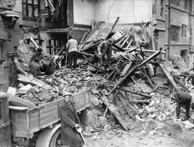 二战英国考文垂遭受德国轰炸后的惨状