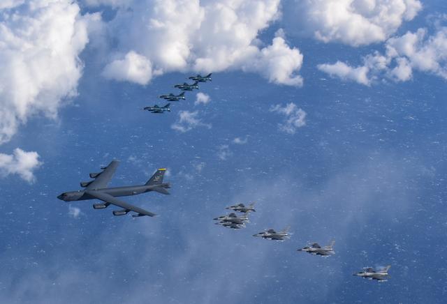 美日50餘架戰機在日本週邊演練護航B-52H