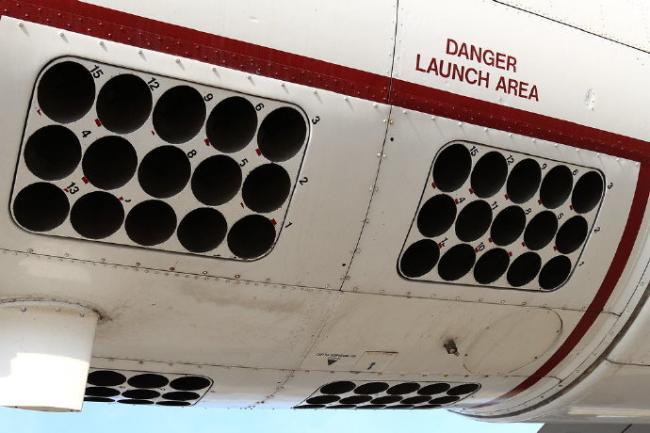 密恐慎入!反潛機上的聲呐浮標發射器