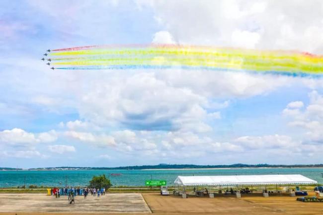 八一飞行表演队在新加坡航展亮相