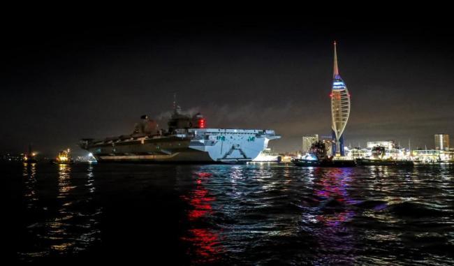 """风暴""""丹尼斯""""将登陆英国女王号航母紧急回港"""