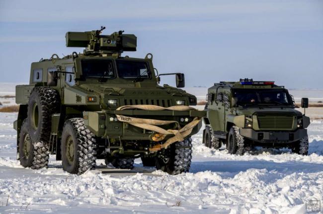 哈萨克斯坦新型装甲车进行火力测试