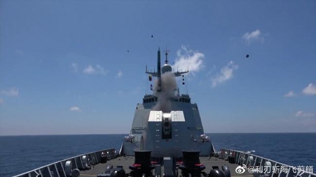 直击052D驱逐舰发射鹰击18和海红旗-9B导弹