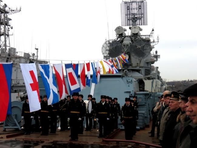俄又一艘近万吨老舰退役,老兵表情凝重