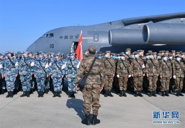 空军第四次向武汉大规模空运医疗队员和物资