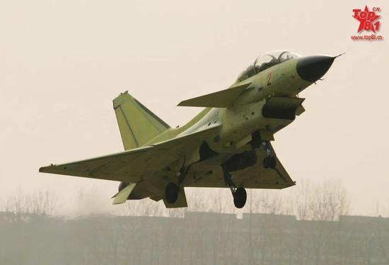 """中国量产时间最长的三代机 是如何飞出""""三不""""奇迹的"""