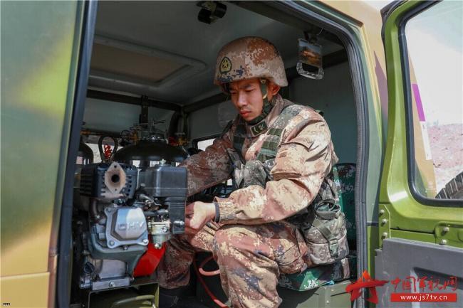 近战最强武器火焰喷射器实操演示!