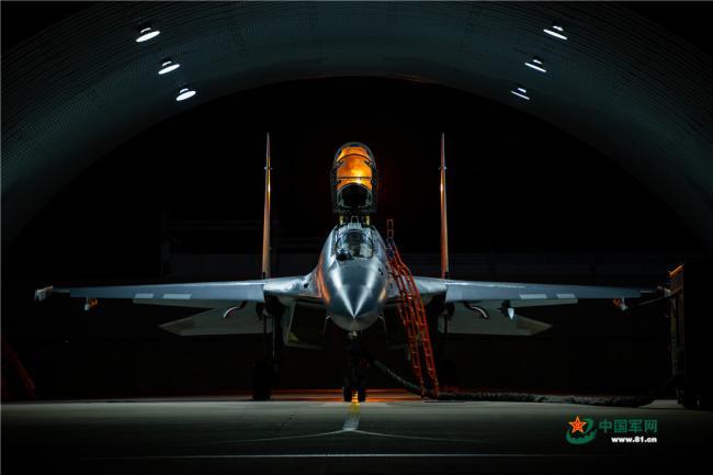 高清空军战机起飞大图:你能认出它的型号吗