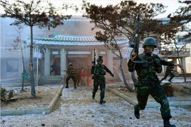 朝鲜特种部队演练突袭青瓦台 斩首韩国高官
