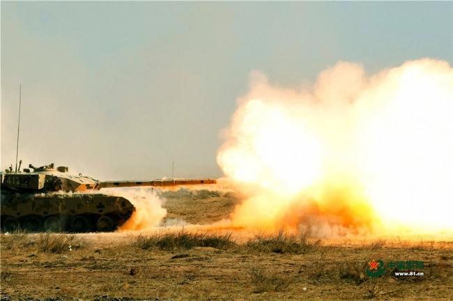 大漠惊雷 戈壁实弹射击综合演练火力十足