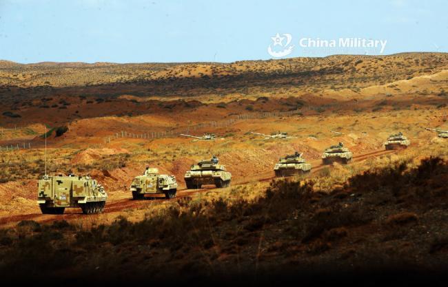 陆军装甲集群远赴贺兰山大练兵