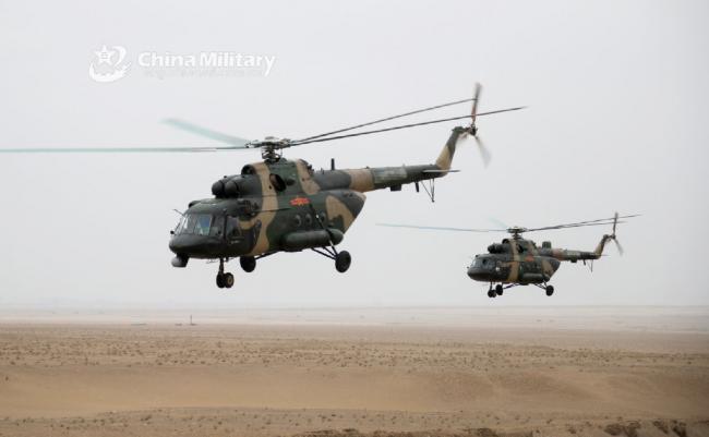 实拍陆航直升机高原超低空突防训练