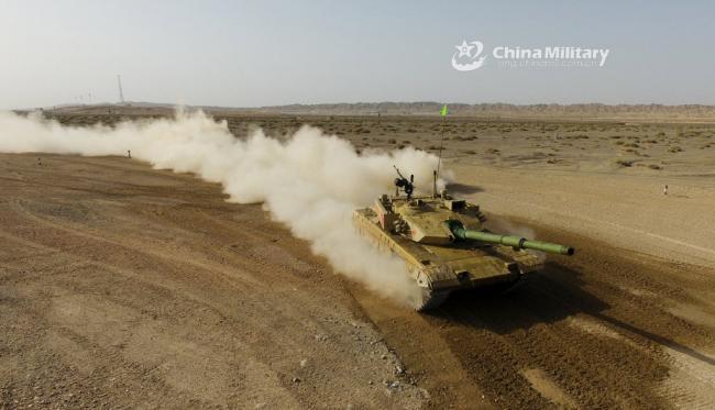 国产主战坦克越野训练:飞起来了