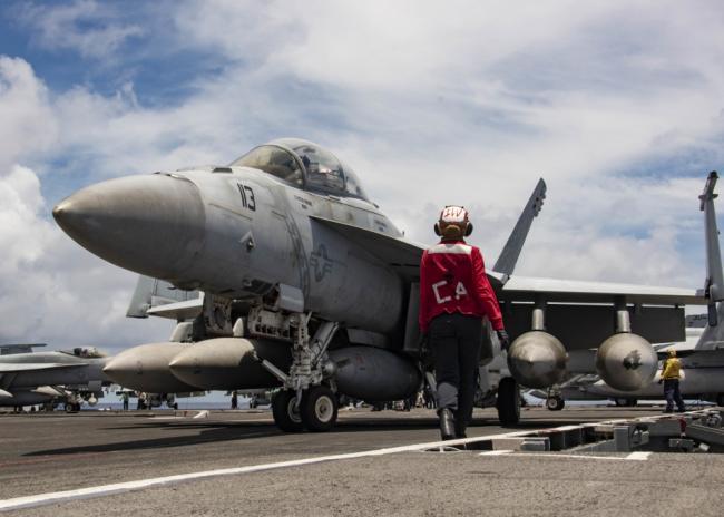 美航空母舰在南海训练 众多战机频繁起降