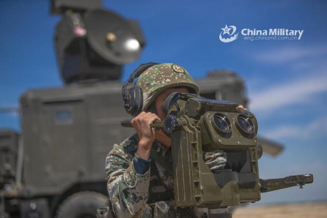 重炮轰鸣!新疆军区炮兵实弹演练