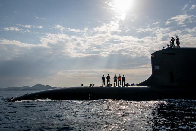 法国新一代梭鱼级核潜艇近照,围壳细节可见