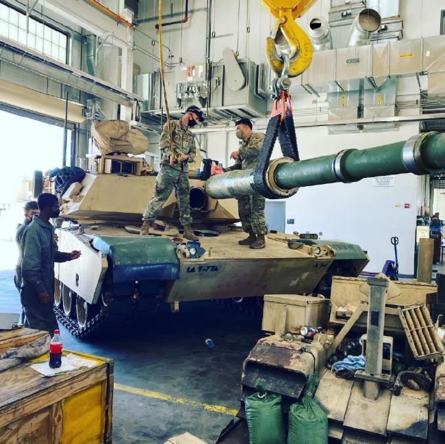 即插即用?美军M1坦克换炮管操作方便