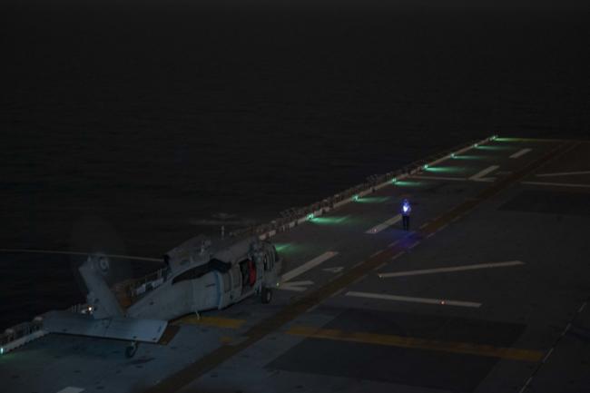 美国级两栖攻击舰在中国东海进行战斗训练