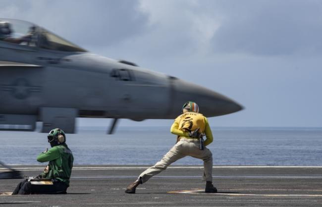 里根号航空在日本附近海域开始战斗部署