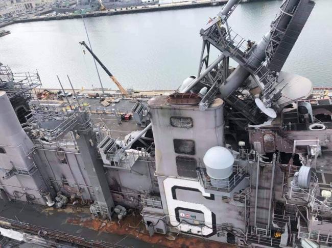 美军准航母号火灾后:价值千万的密集阵报废