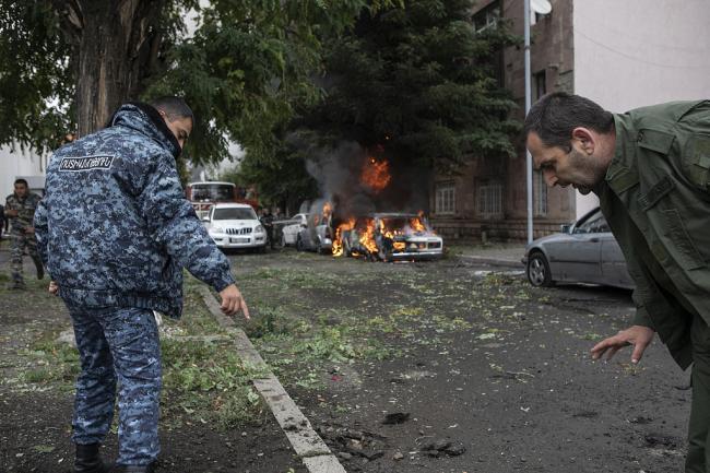 这就狠了!亚美尼亚重型火箭弹袭击阿方要害