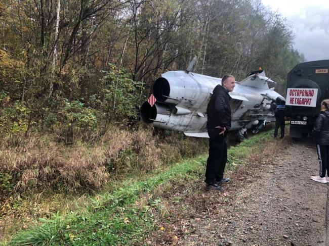俄罗斯的飞机翻车事故:苏24战斗机掉沟里了