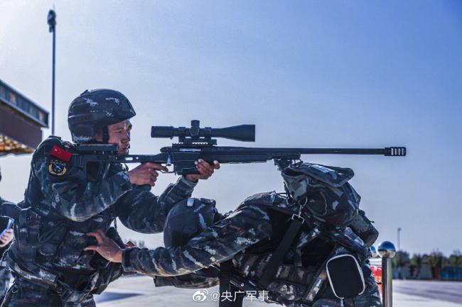 满屏帅气 武警特战装备T5000大狙